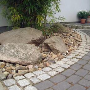 Stein und findlinge gartenbau landschaftsbau und - Stein vorgarten ...